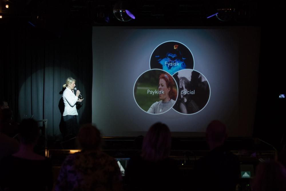 Lotte Johansson Pecha Kucha Göteborg #53 Samtal och strategi för ungas hälsa Digitalt jämställdhets arbete